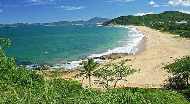 Praia do Estaleirinho em Balneário Camboriú