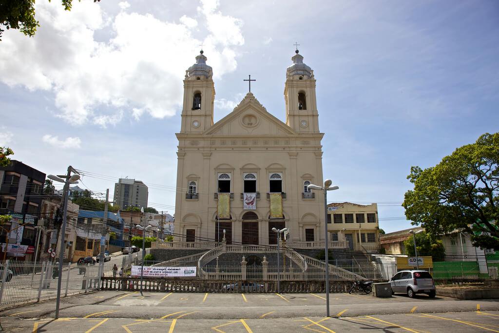 Catedral Metropolitana localizada próxima ao Mirante São Gonçalo em Maceió