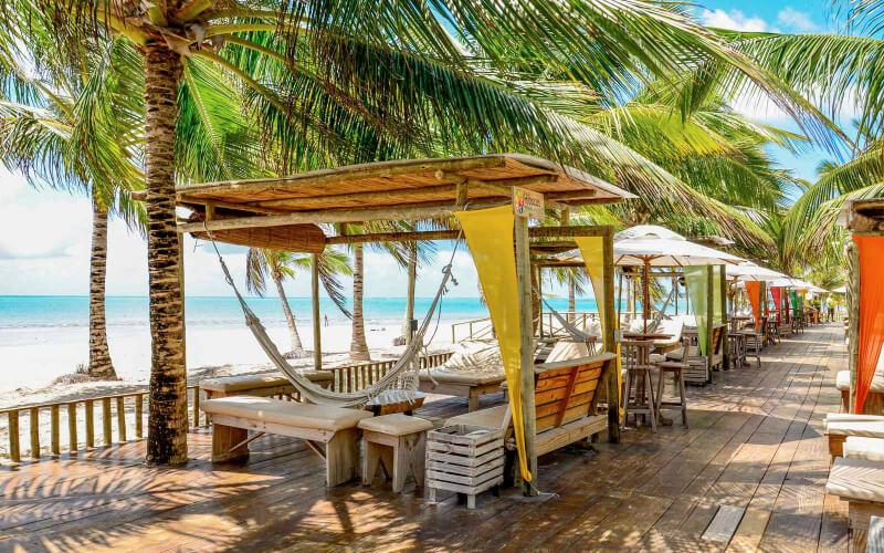 Espaço lounge no Hibiscus Beach Club em Maceió