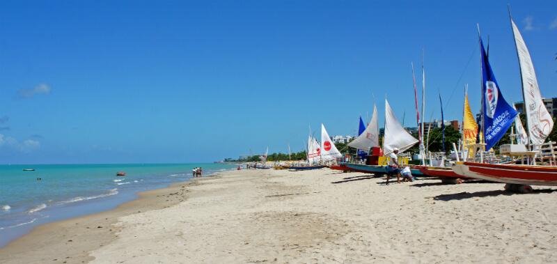 Praia Pajuçara localizada próxima do Mirante São Gonçalo em Maceió