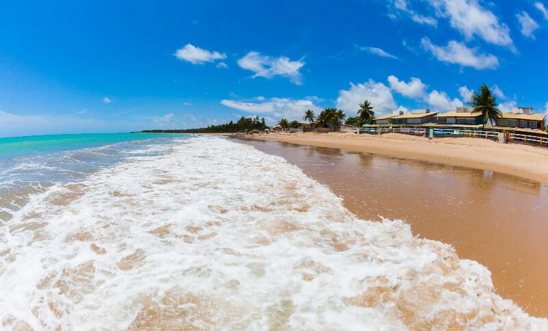 O que fazer de dia em Maceió: visitar a praia de Ipioca