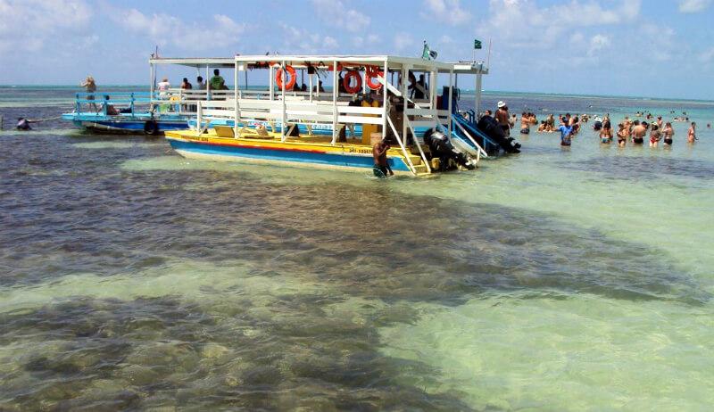 Piscinas naturais da praia de Paripueira na Rota Ecológica da Costa dos Corais em Maceió