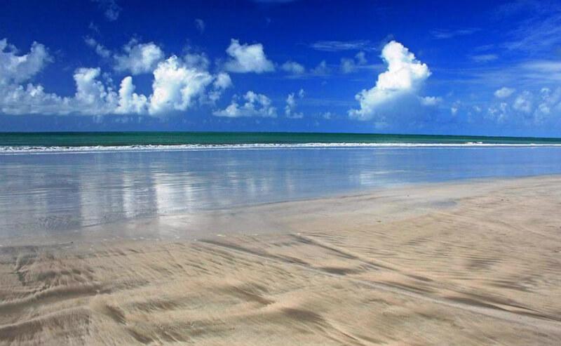 Mar da praia de Paripueira em Maceió