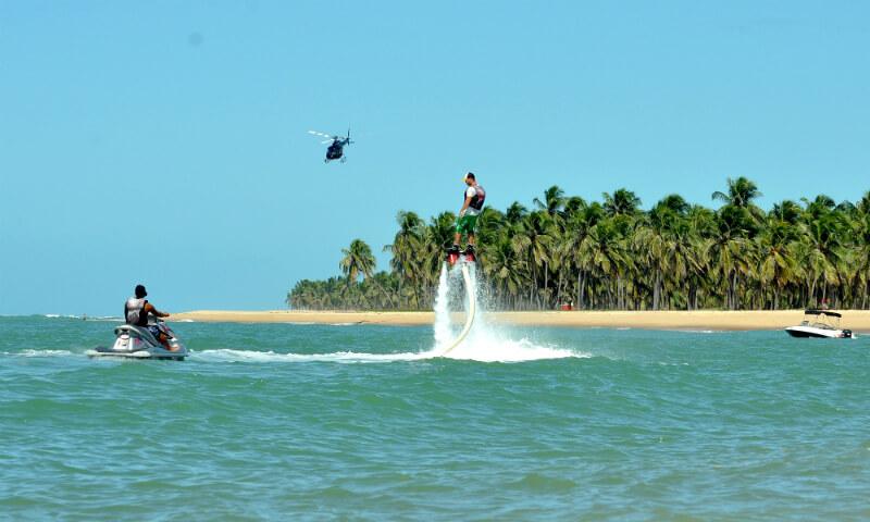 Flyboard na praia do Gunga em Maceió
