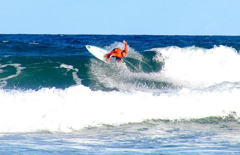 Surf na praia do Francês em Maceió