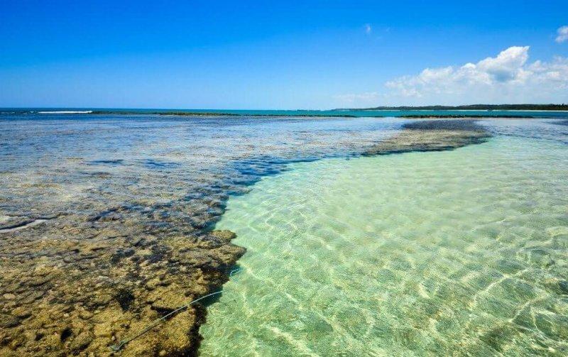 Águas cristalinas em São Miguel dos Milagres na Rota Ecológica da Costa dos Corais em Maceió