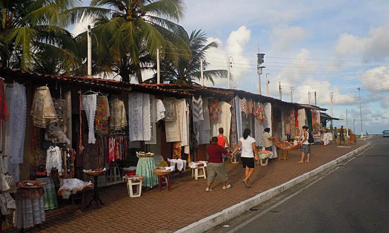 Rua das Rendeiras próximo à praia do Pontal da Barra em Maceió