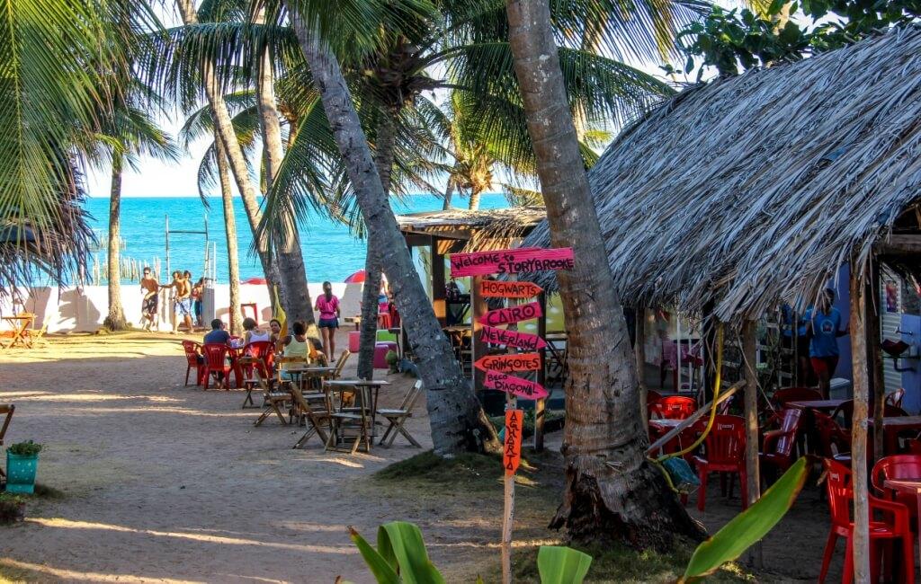 Bar Milk Beach Club na praia de Garça Torta em Maceió