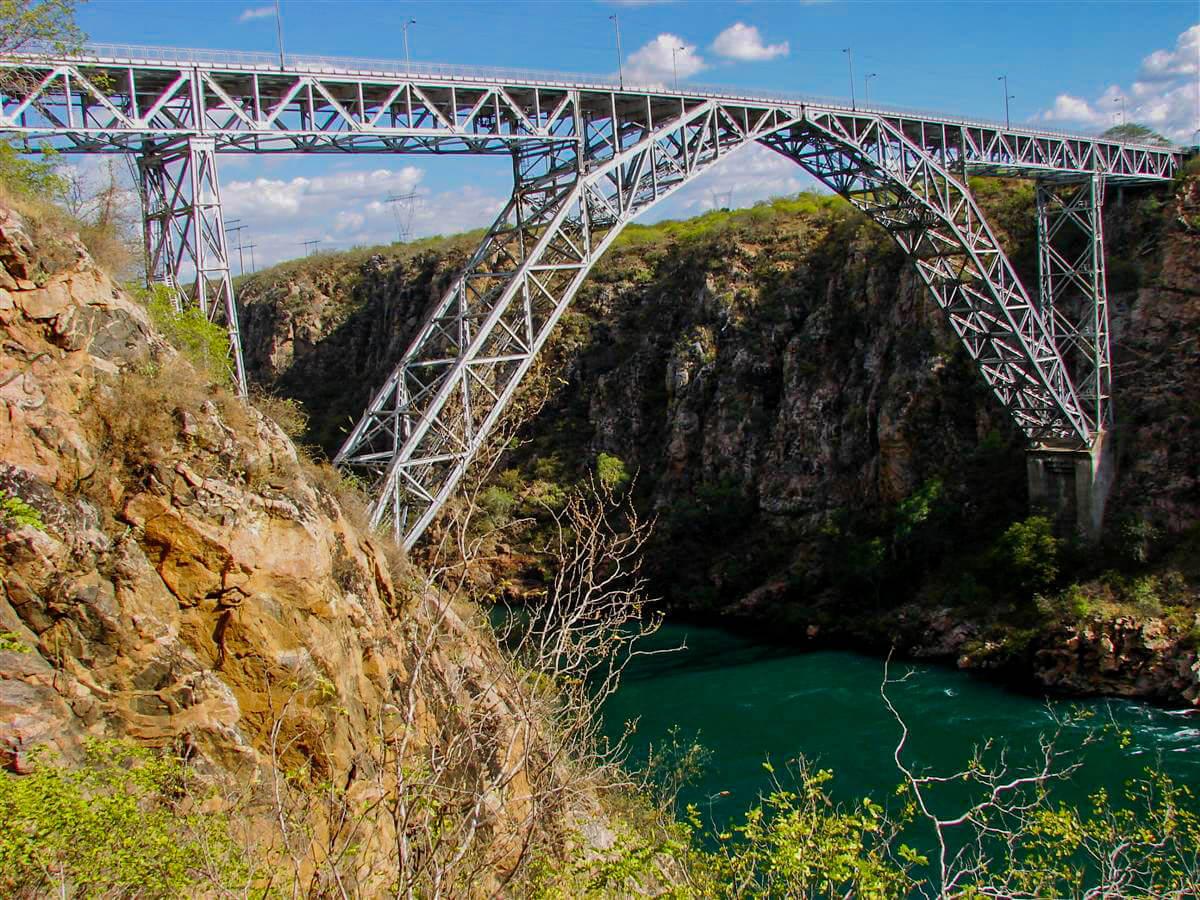 Ponte nos Cânions do Rio São Francisco em Maceió