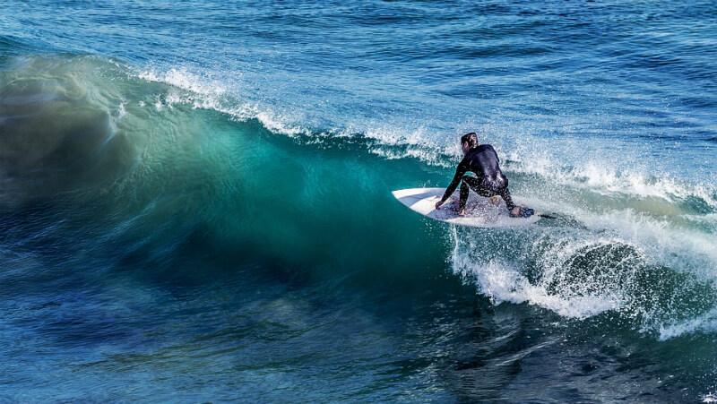 Surf na praia de Cruz das Almas em Maceió
