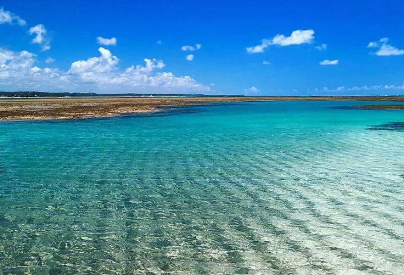 Mar cristalino da praia do Toque em São Miguel dos Milagres em Maceió