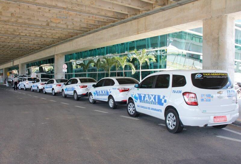 Ir do aeroporto de Natal até o centro turístico de táxi
